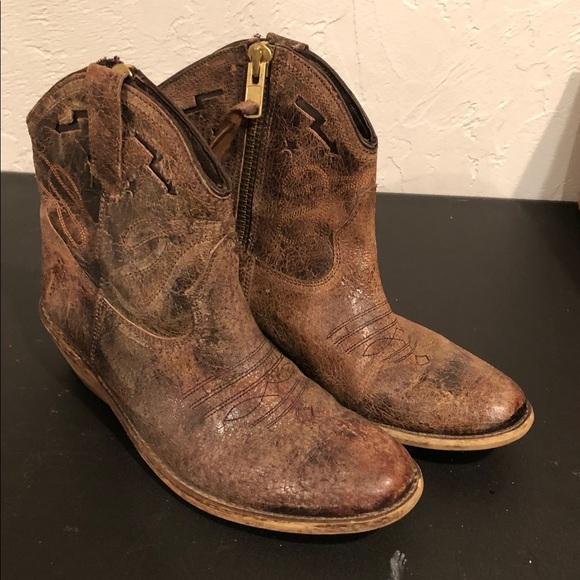34694f943cf Steve Madden Women s Cowboy Ankle Boots. M 5a7e47cac9fcdf58684d644f